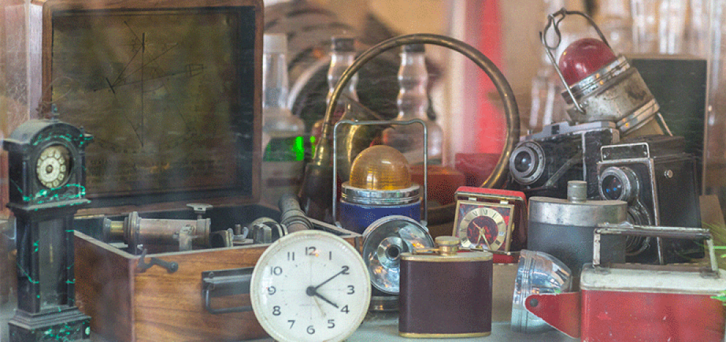 Antique Items that Sell Like Hotcakes on eBay